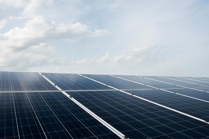 Brasil pode se tornar um dos três maiores mercados globais de energia solar distribuída em 2021, diz executivo da Jinko Solar